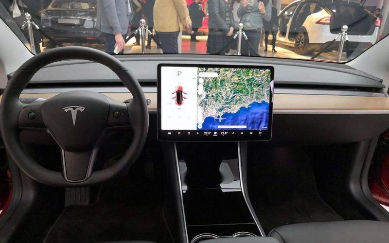 Cockpit Tesla Model 3